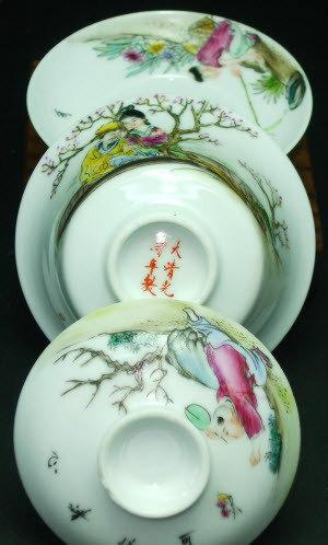 2 Hand-Painting Famille Rose Porcelain Gaiwan/Tea Bowls Chinese Famille Rose Porcelain Porcelain Tea Set Chinese Style Ceramic Teaware